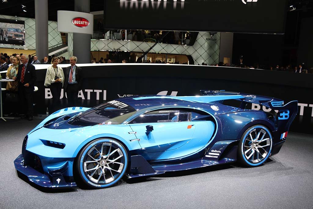 Bugatti Finally Confirms Geneva Debut of New Chiron Hypercar ...