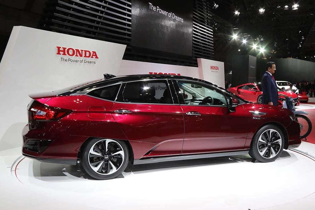 Honda Clarifies Fuel Cell Plans With Debut Of 2016 Clarity