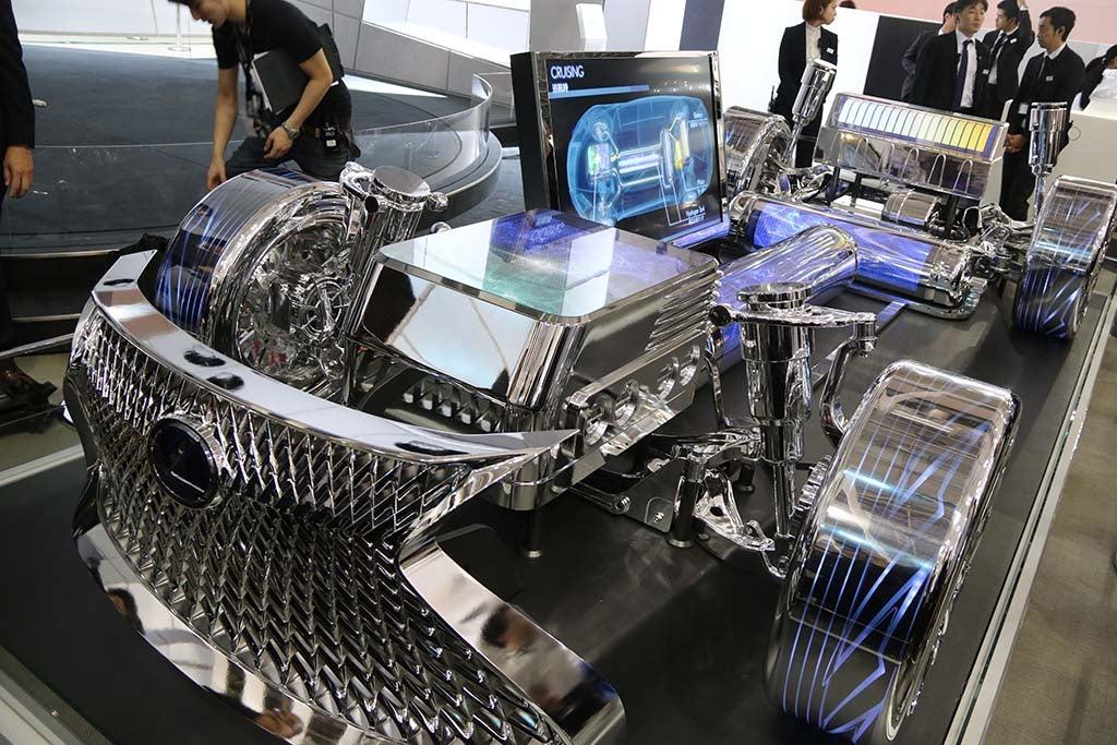 http://www.thedetroitbureau.com/wp-content/uploads/2015/10/Lexus-LS-FC-Concept-fuel-cell-system.jpg
