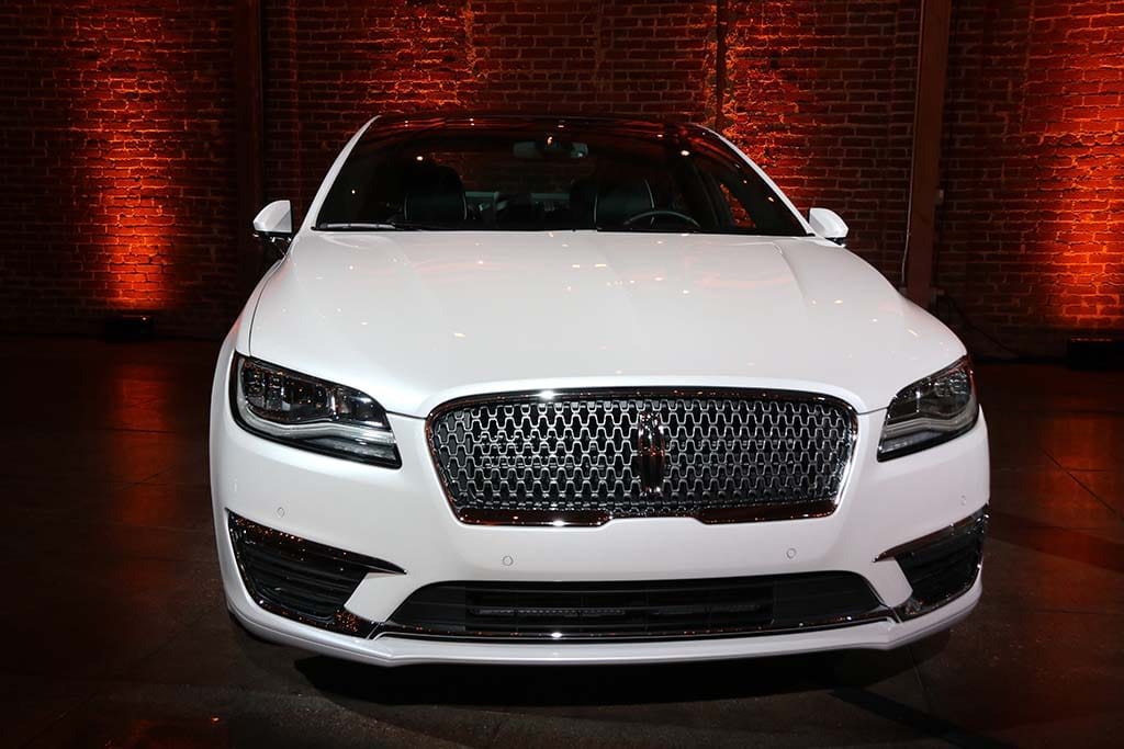 http://www.thedetroitbureau.com/wp-content/uploads/2015/11/2017-Lincoln-MKZ-nose-on.jpg