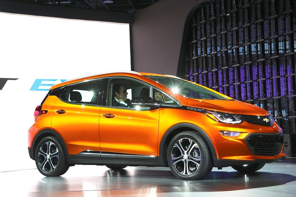 chevy offers a closer look at bolt s battery drive. Black Bedroom Furniture Sets. Home Design Ideas