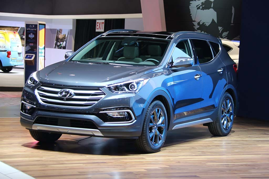 hyundai blows into chicago with updated santa fe santa fe sport suvs. Black Bedroom Furniture Sets. Home Design Ideas