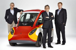 Gordon Murray, Shell Concept Car, Hidehito Ikebe and Bob Mainwaring show off Shell's concept car.