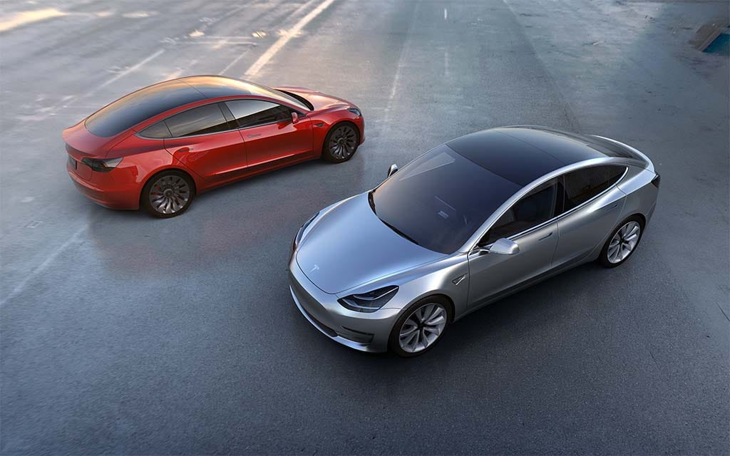 More Worries as Tesla Strains Finances Rushing to Launch Model 3