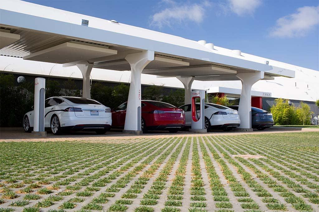 Tesla Supercharger Station - Hawthorn CA