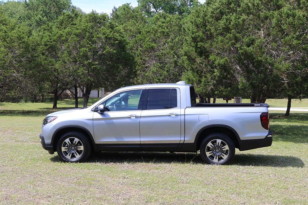 first drive 2017 honda ridgeline. Black Bedroom Furniture Sets. Home Design Ideas
