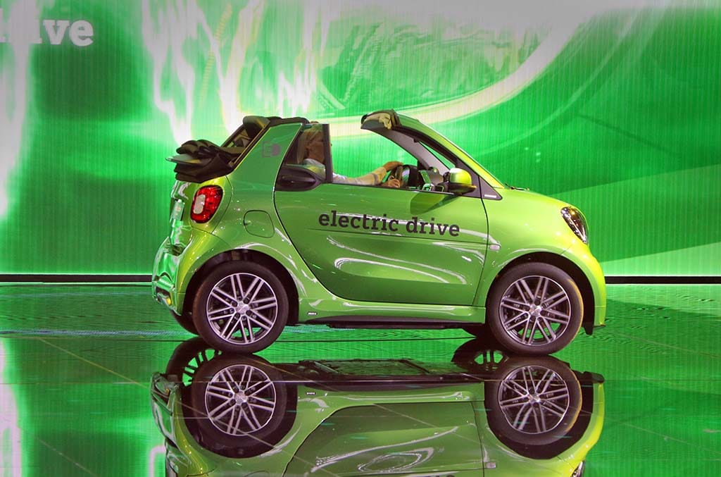 "Smart ""All-In"" on Battery-Cars"