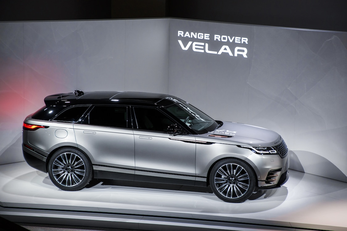 range rover velar makes london debut. Black Bedroom Furniture Sets. Home Design Ideas
