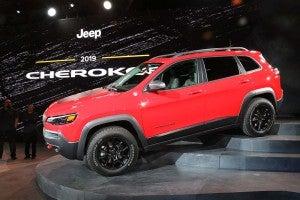 2019 Jeep Cherokee - on steps
