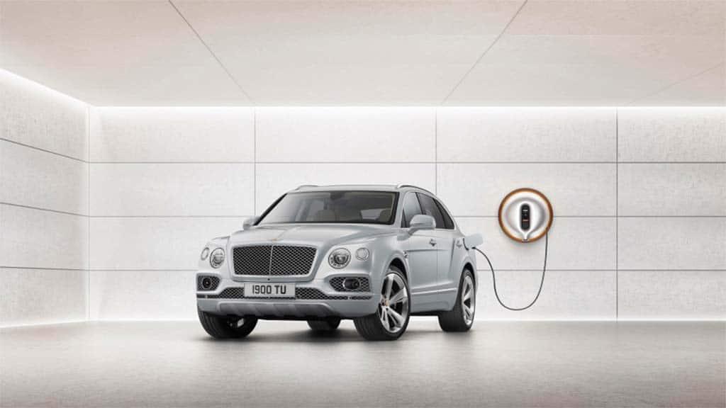 Bentley Plugs In: Bentayga PHEV Debuts in Geneva