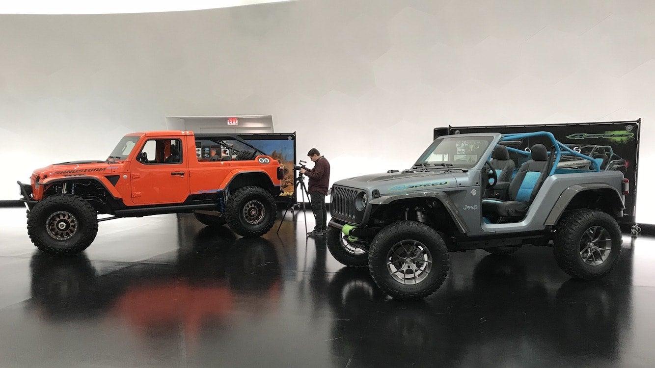 jeep design mopar letting it all hang out for moab. Black Bedroom Furniture Sets. Home Design Ideas
