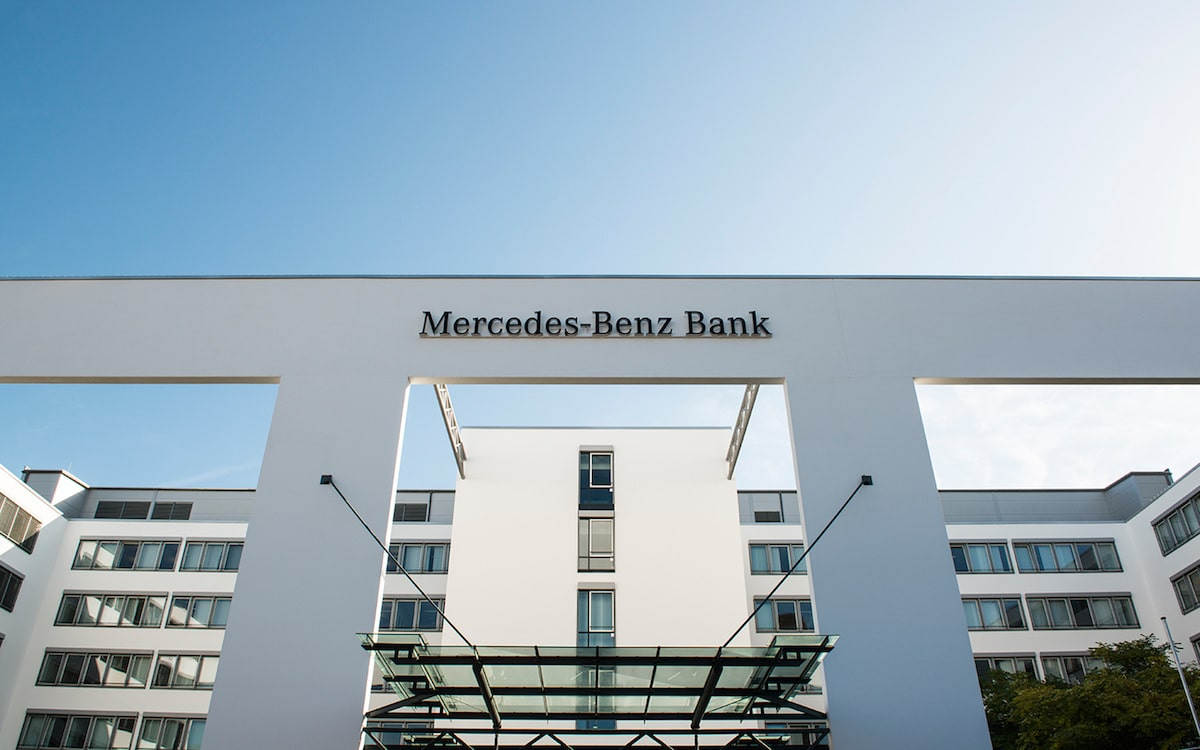 Mercedes benz bank changes business model for Mercedes benz leasing company address