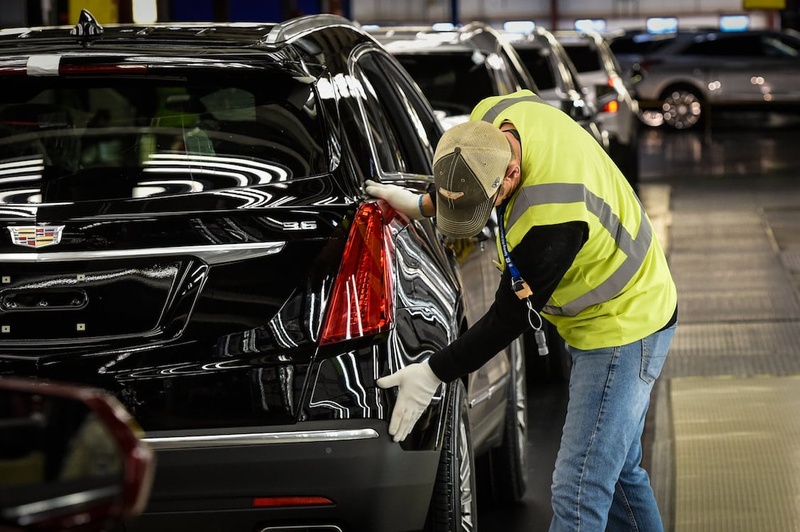 GM, Ford Idle Plants as Biden Meeting Looms