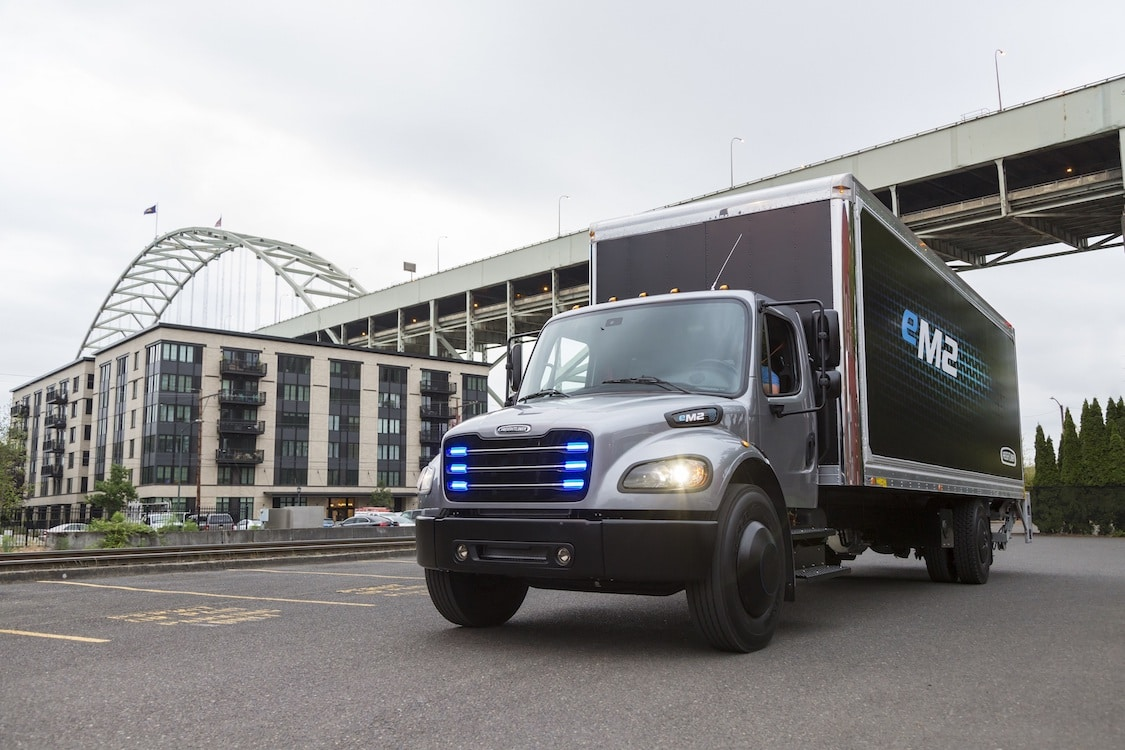 Daimler Delivers E-Truck to Penske for Testing