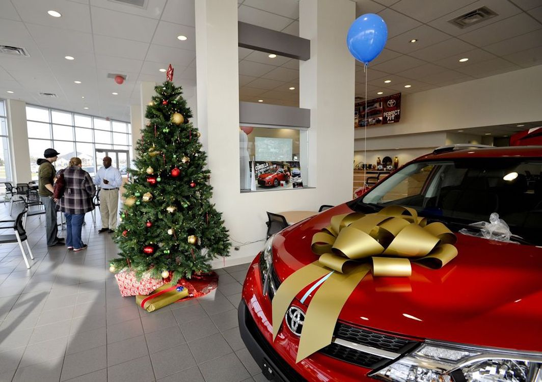 Year-End Turmoil Puts New Car Sales to the Test