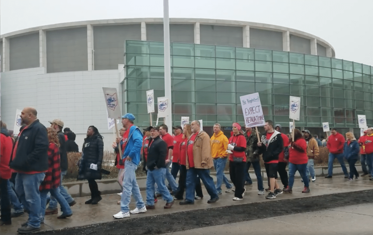 UAW Leaders Meet as Prelude to Bargaining With Automakers