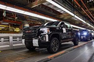 GM delays restart of truck plants