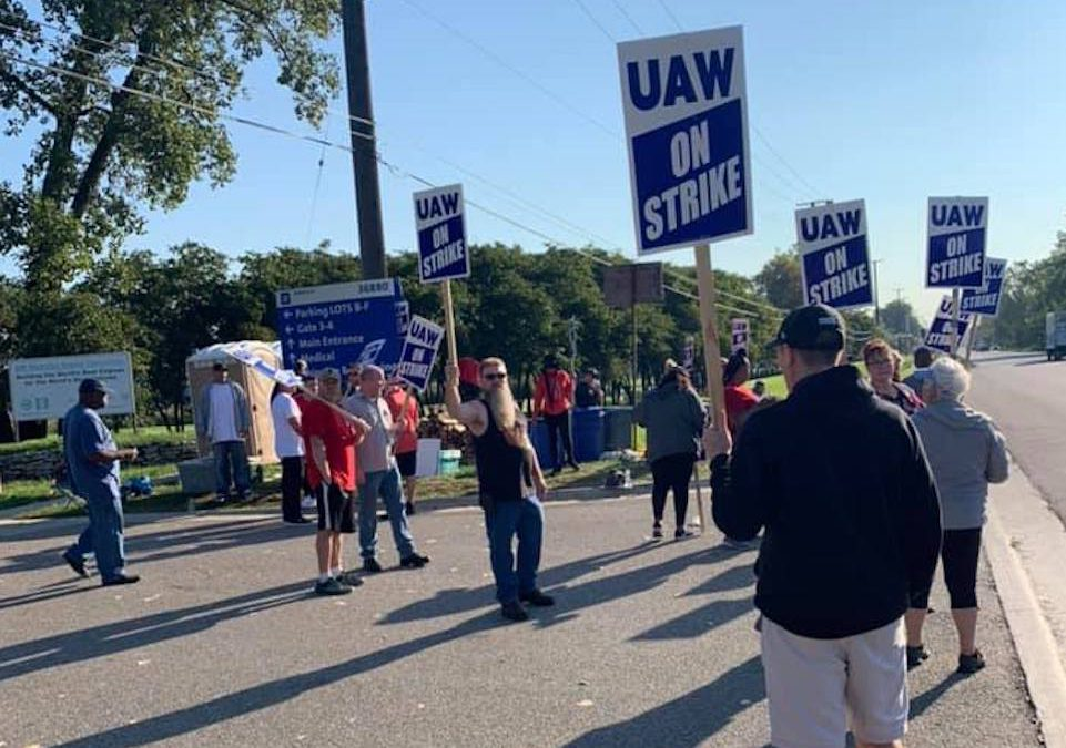 UAW Workers Get $11,000 Signing Bonus in Tentative GM Contract
