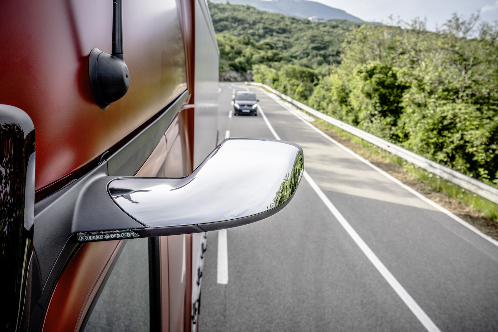 Daimler Experiments By Replacing Mirrors With Cameras On