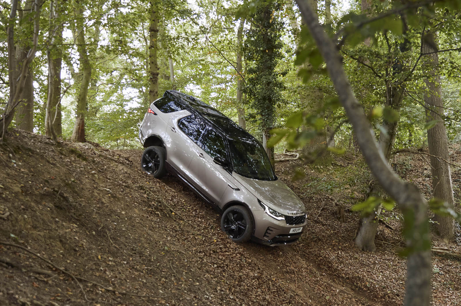 Land Rover Reveals a More Family-Friendly Discovery for ...