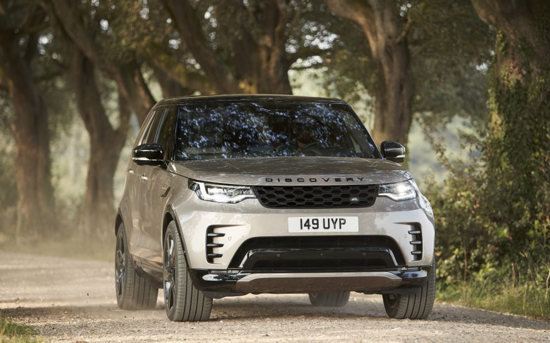 Land Rover Reveals a More Family-Friendly Discovery for 2021