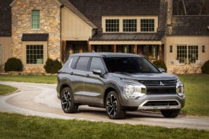 2022 Mitsubishi Outlander shown.