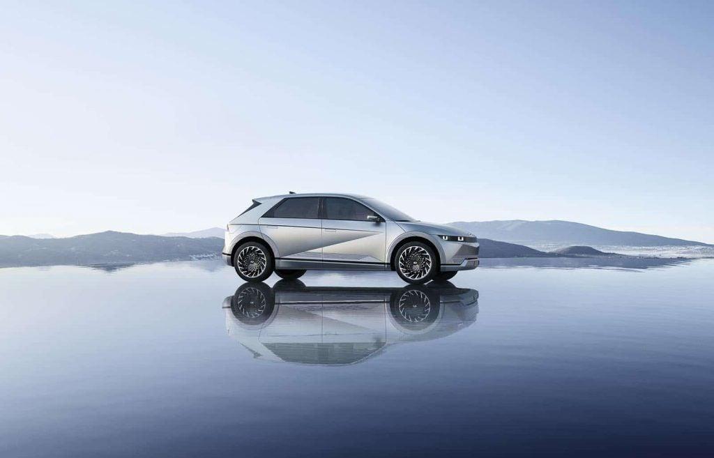 Hyundai Ioniq 5 - water and reflection