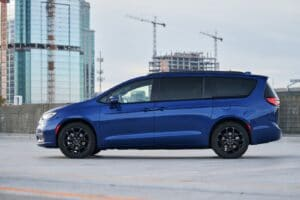 2021 Chrysler Pacifica Limited AWD S side