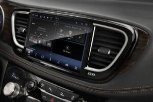 2021 Chrysler Pacifica Ltd AWD S touchscreen