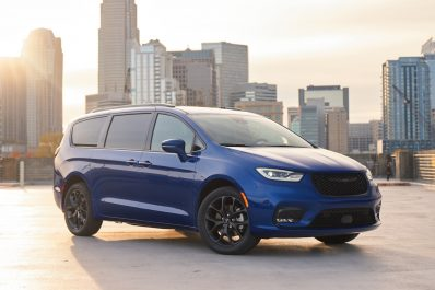 2021 Chrysler Pacifica Limited AWD S front
