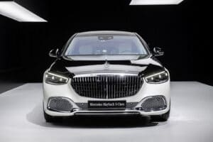 2021 Mercedes-Maybach S 580 nose light color