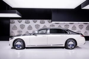 2021 Mercedes-Maybach S 580 side light color