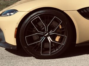 2021 Aston Martin Vantage Roadster wheel