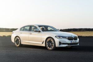 2021 BMW 540i xDrive white front