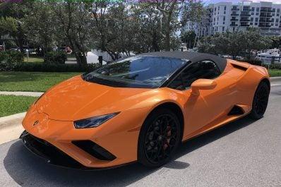 2021 Lamborghini Huracán EVO RWD Spyder front