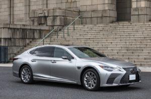 2022 Lexus LS 500h front
