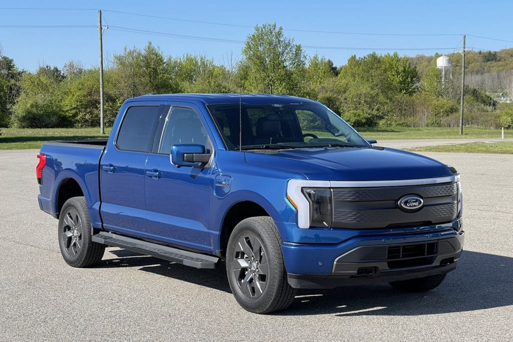 2022 Ford F-150 Lightning solo