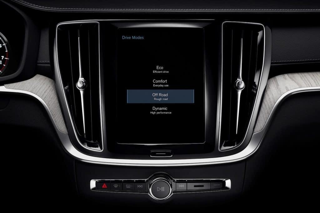 2021 V60 Cross Country touchscreen