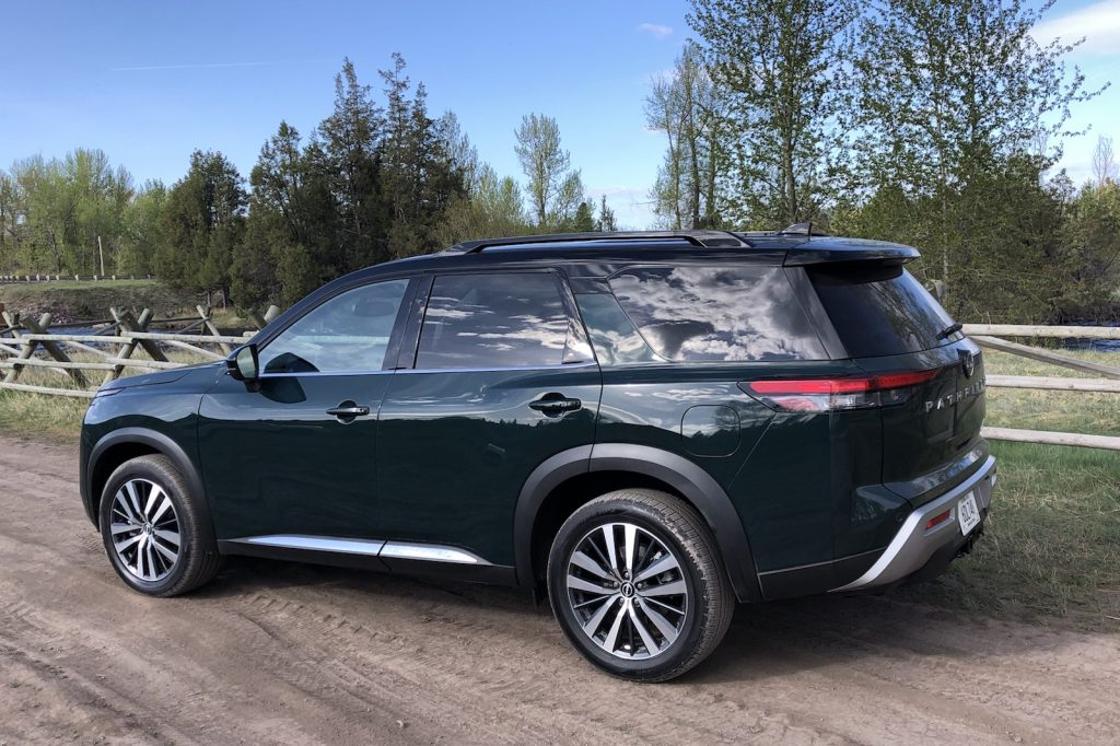 2022 Nissan Pathfinder green rear