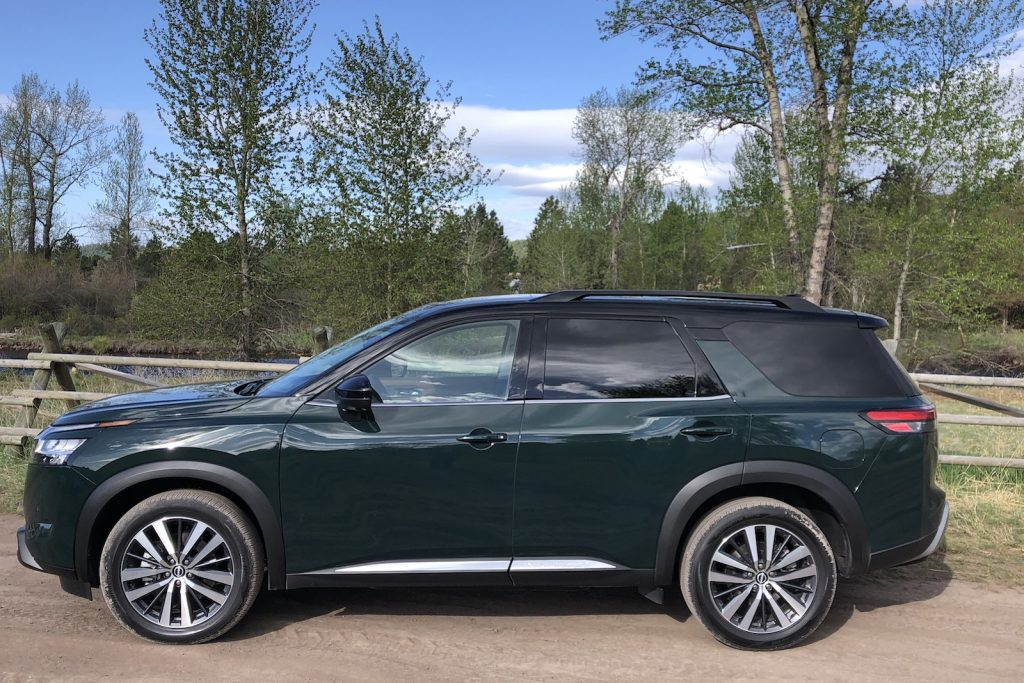 2022 Nissan Pathfinder green side