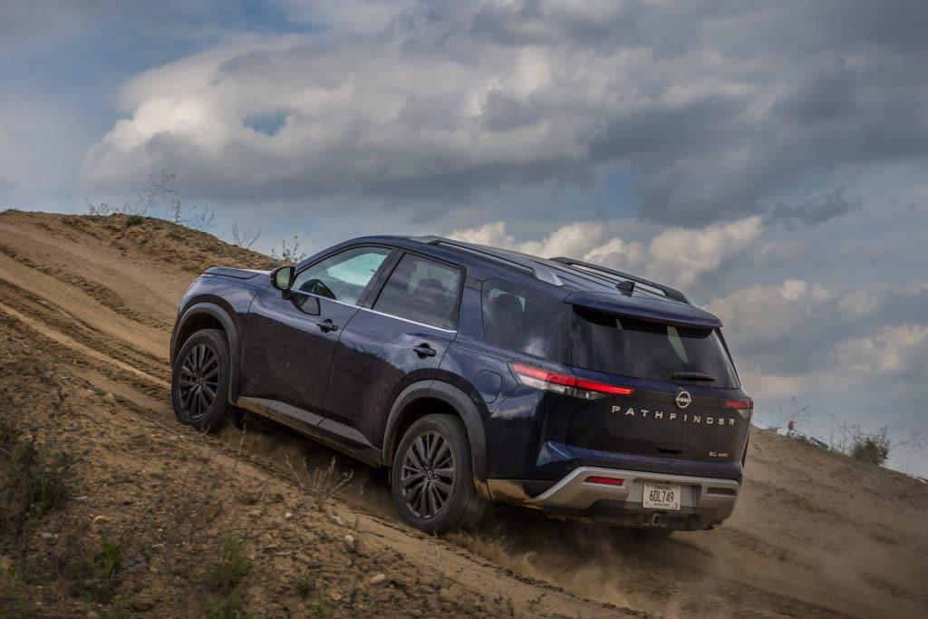 2022 Nissan Pathfinder rear climbing