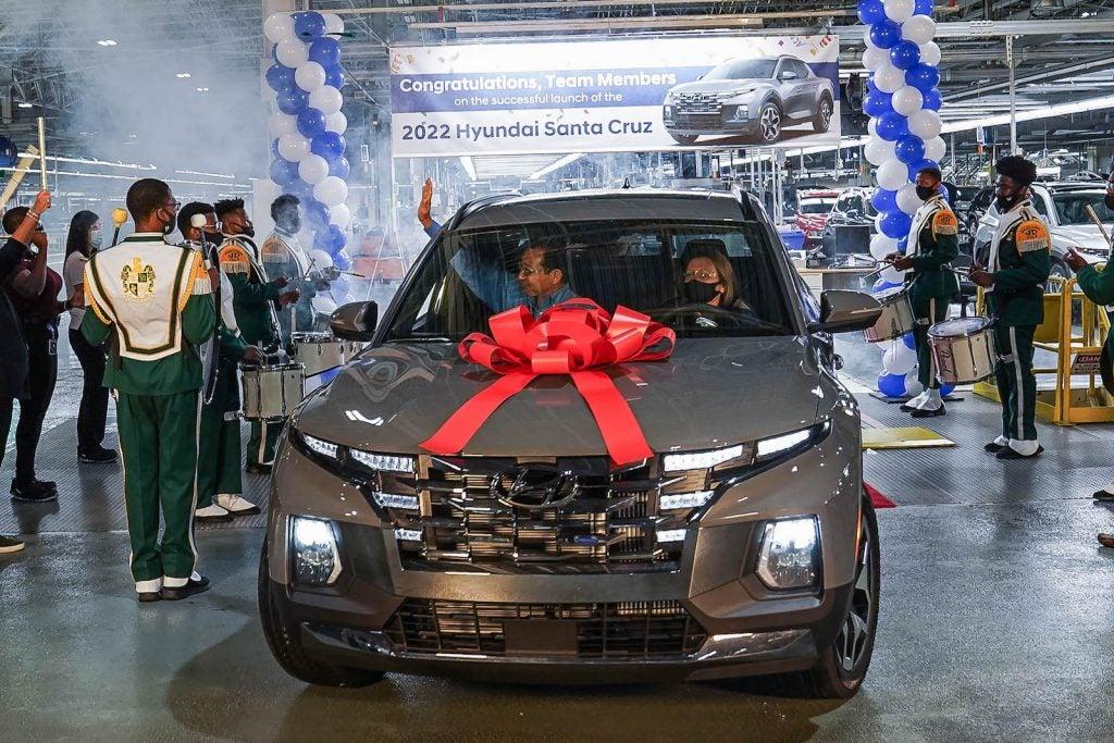 First Hyundai Santa Cruz rolls off line