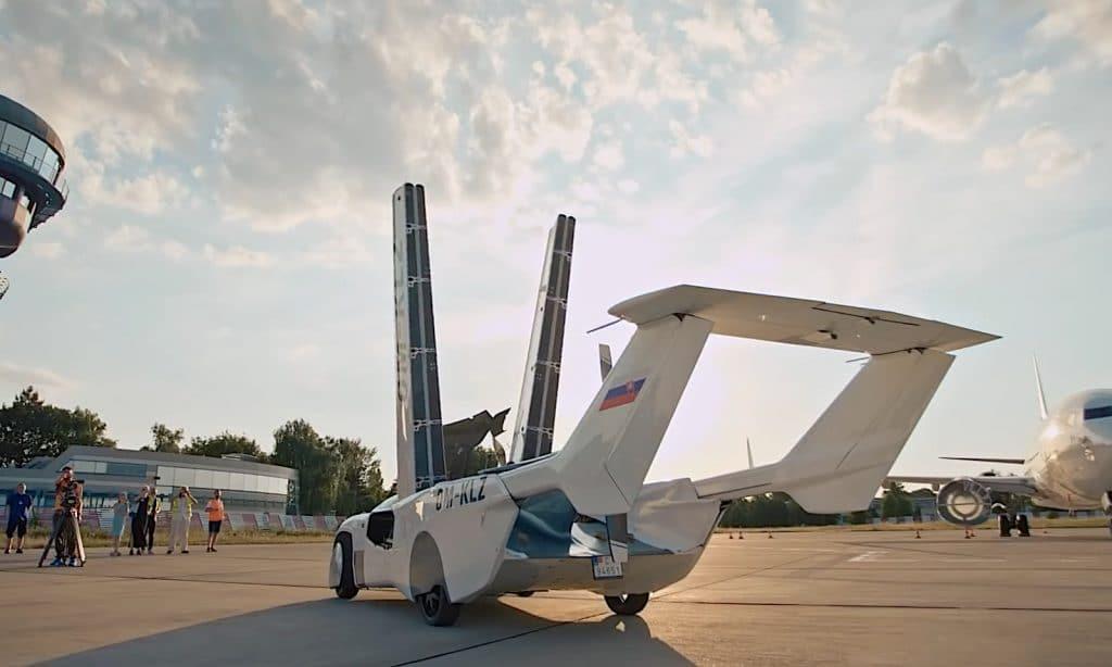 AirCar wings folding up