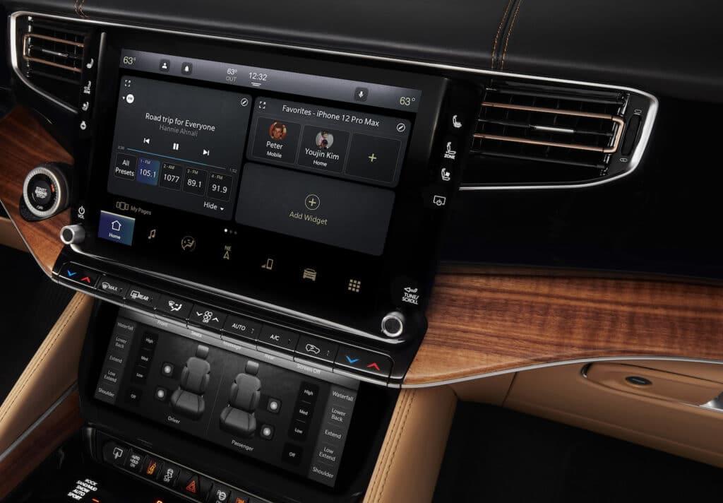 2022 Grand Wagoneer touchscreen