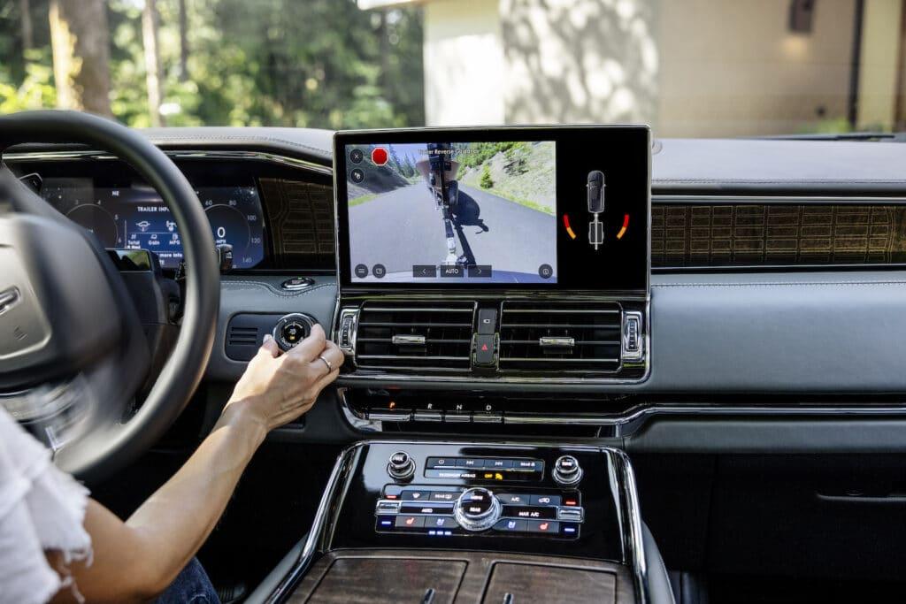 2022 Lincoln Navigator Chroma Caviar Black Label touchscreen
