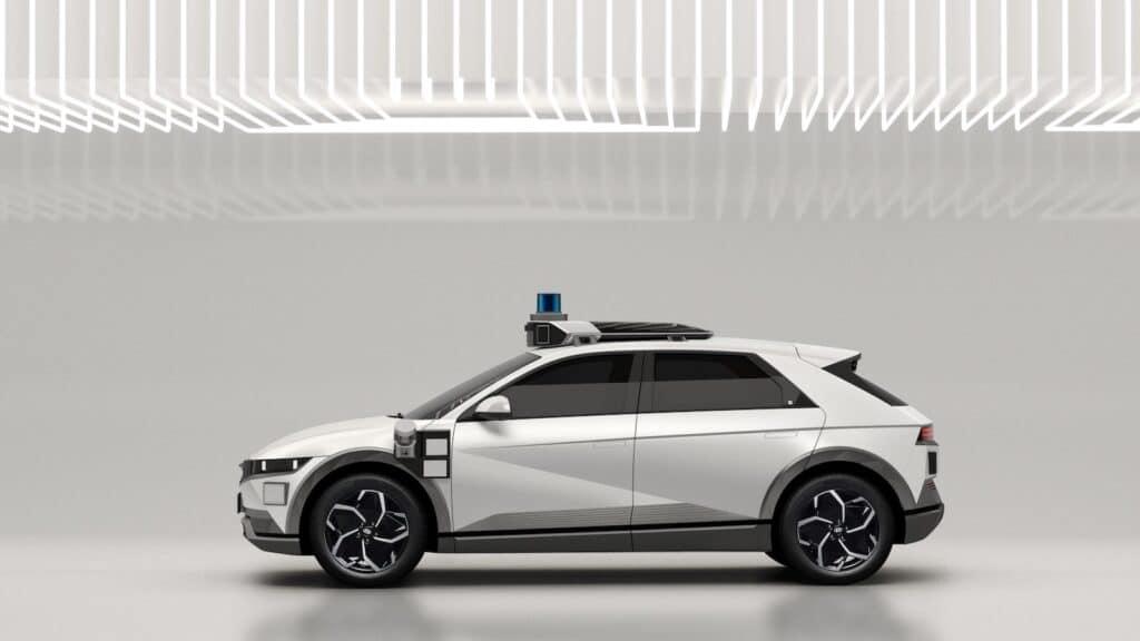 Hyundai Motional robotaxi side