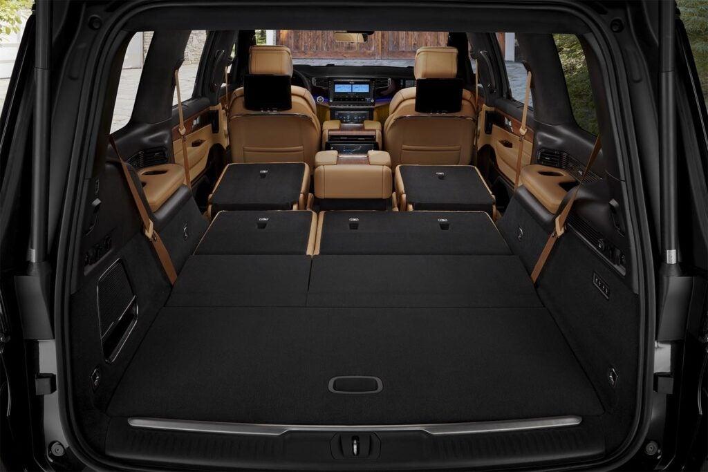 Jeep Grand Wagoneer - cargo bay seats down
