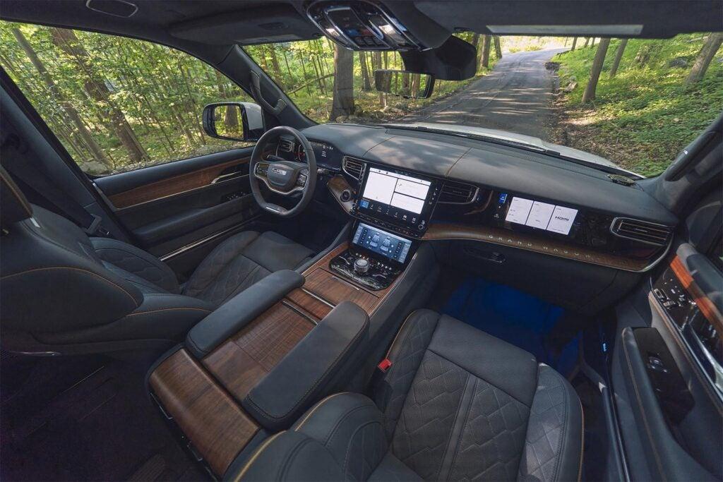 Jeep Grand Wagoneer - interior and screens