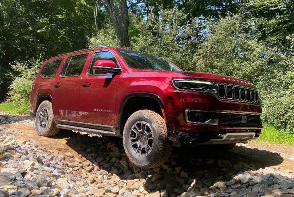 Jeep Wagoneer - off-road wheel off ground