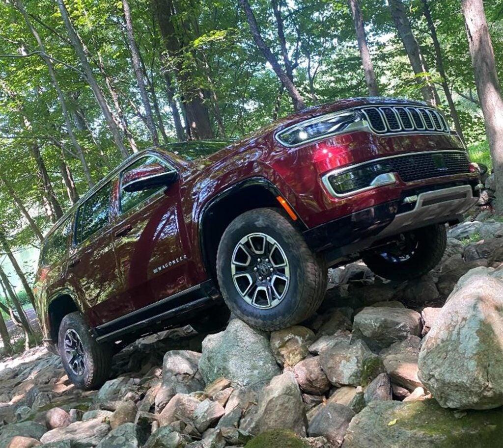 Jeep Wagoneer - rock crawling side low angle